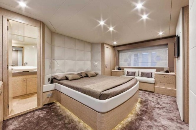 Ferretti 690 Yacht - Cabin