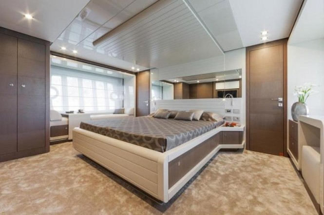 Ferretti 870 Yacht - Cabin