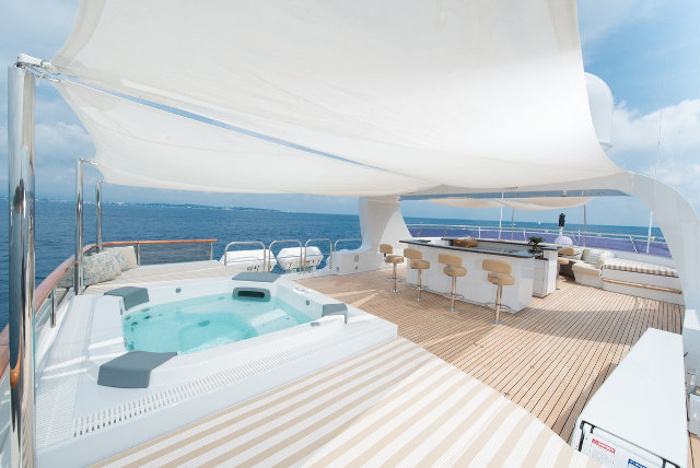 Luxury yacht Paramour - Exterior