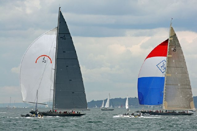 Rainbow Yacht competing under number JH-2