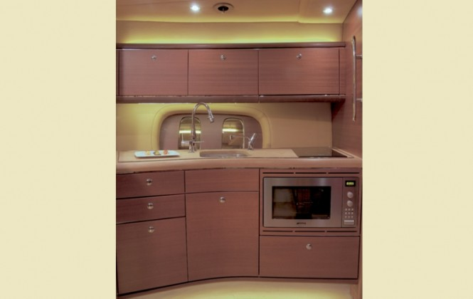 Zeelander 44 yacht tender - Galley