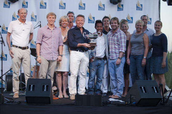 Andre Hoek presents the Hoek Trophy to Atalante