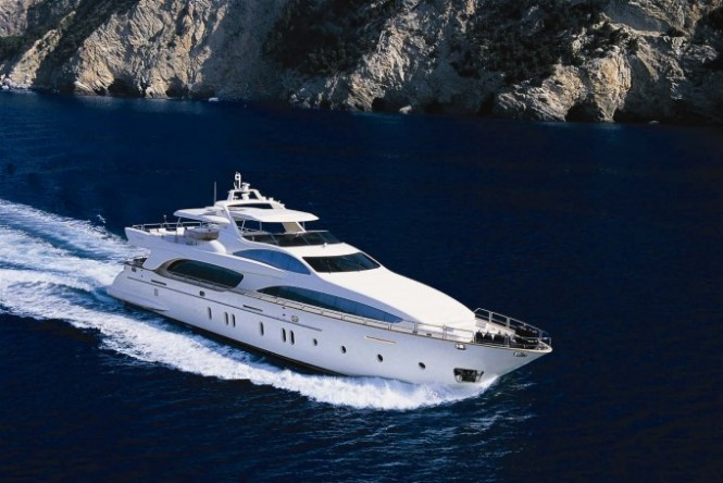 Luxury charter yacht HYE SEAS II built by Azimut Yachts
