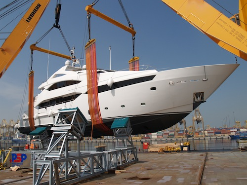 Sunseeker 40M superyacht Princess K being lifted in Southampton