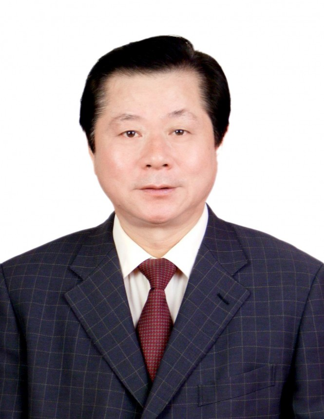 Chairman and President of the Qingdao City Construction Investment Group Mr Zhang - Key VIP to Marine13