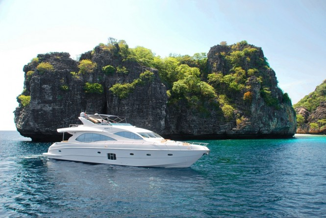 Luxury motor yacht Majesty 88