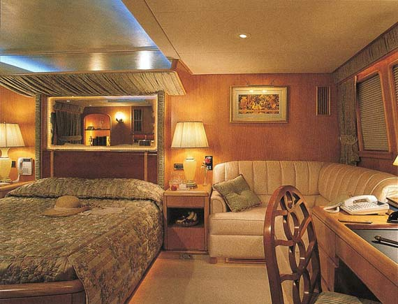 Luxury yacht Amazing Grace - bedroom