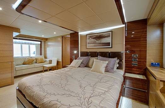 Owners Suite motor yacht Gulf 75 Exp