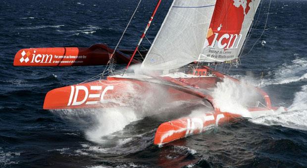 97ft Francis Joyon trimaran yacht IDEC at full speed