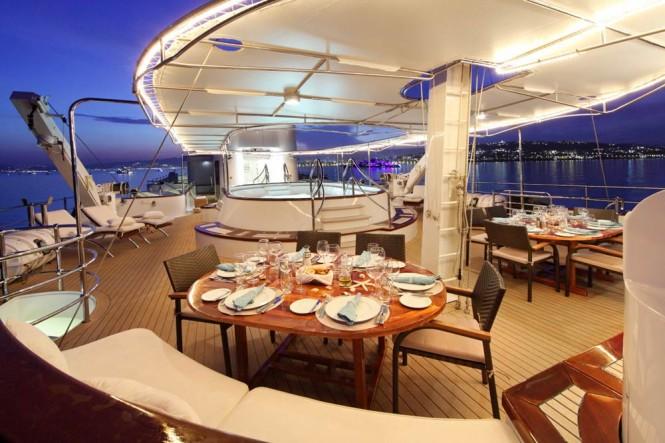 Al fresco dining - Superyacht Sherakhan