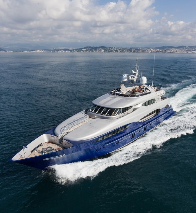 Vicem Yacht Vulcan at full speed - upview