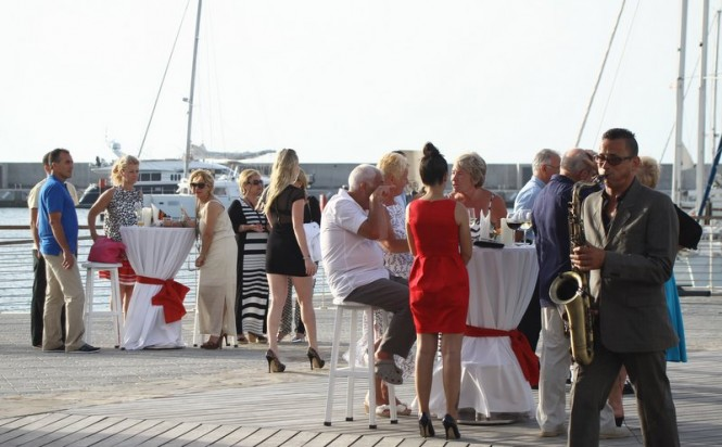 A saxophonist entertains the guests on the promenade