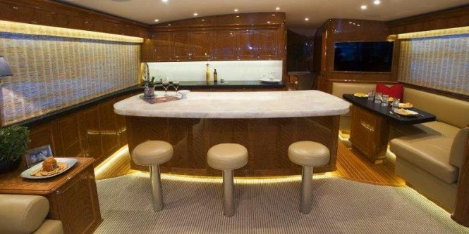 Blank Check Yacht - Interior