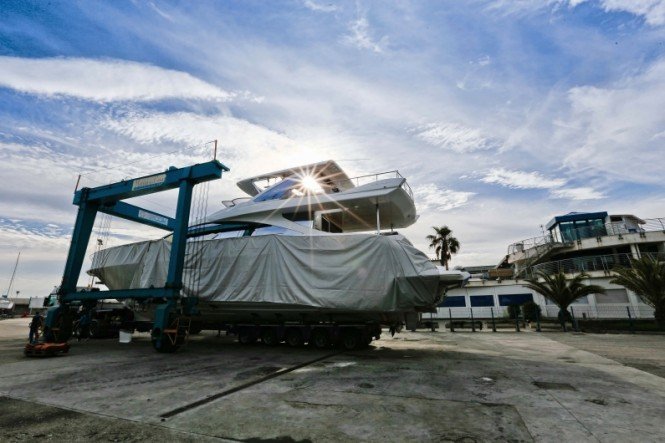 Superyacht Azimut 80 ready to be launched