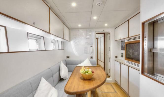 Curvelle Quaranta Yacht - Crew mess