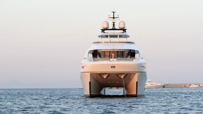 Curvelle catamaran yacht Quaranta - bow