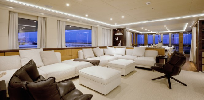 Curvelle luxury yacht Quaranta - Saloon