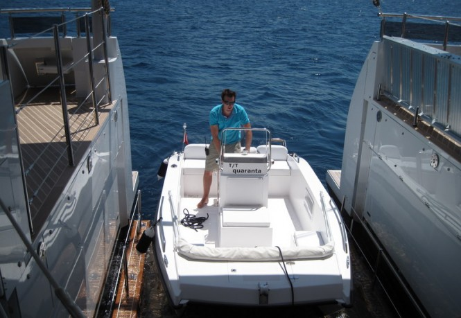 Luxury yacht Quaranta - Tender lift platform
