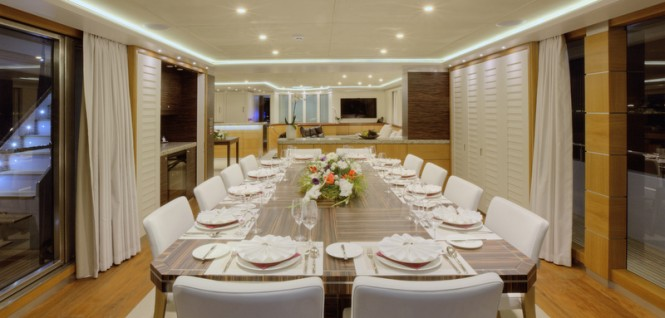 Superyacht Quaranta - Saloon deck dining