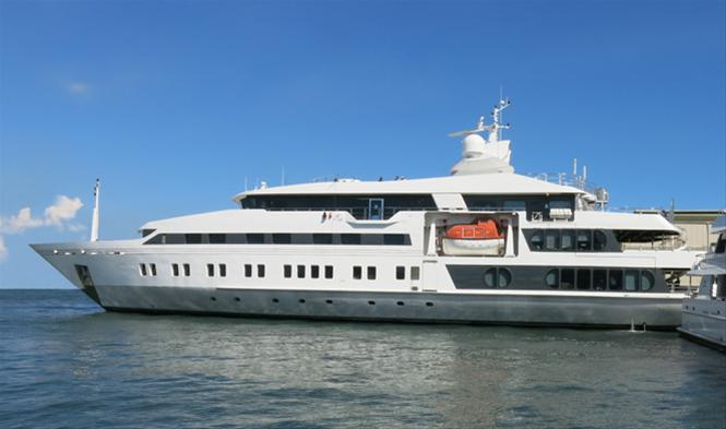 227ft superyacht Saluzi docked at Horizon