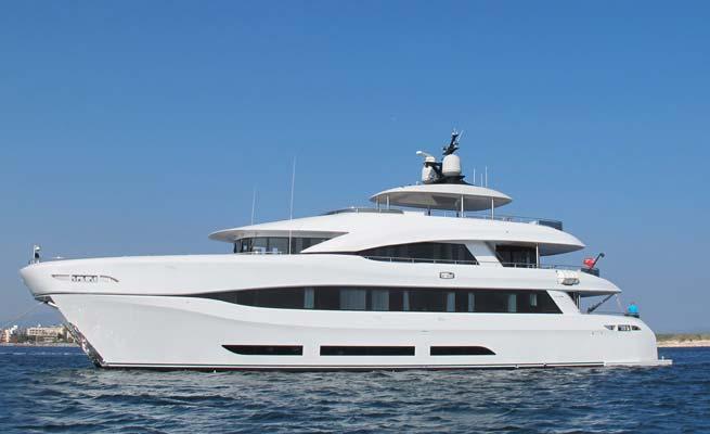 34m Curvelle superyacht Quaranta