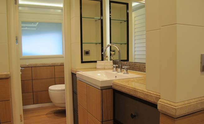 Quaranta Yacht - Bathroom