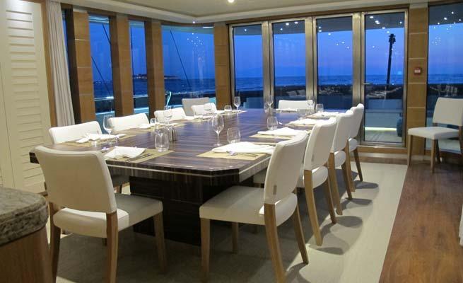 Quaranta Yacht - Dining