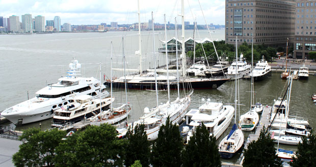 Superyacht Fidelis arriving at Dennis Conner's North Cove
