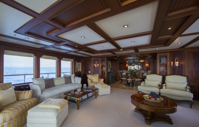 Salon - luxury charter yacht MOSAIQUE