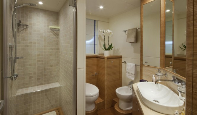 Stella di Mare superyacht - Bathroom