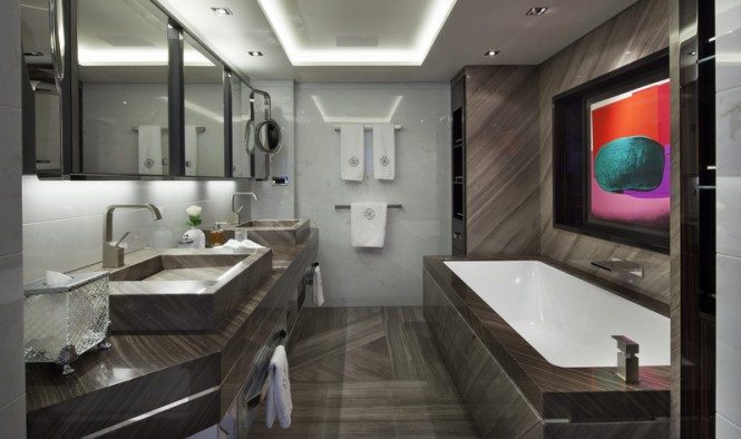 Galactica Star Yacht - Bathroom
