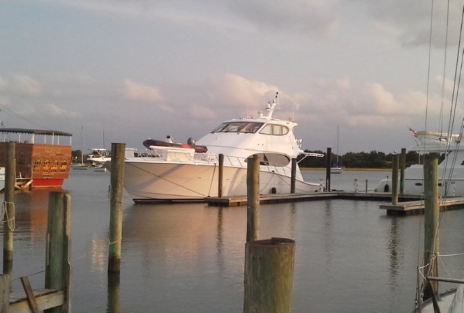 New motor yacht Hatteras 77 fitted with Seakeeper gyro