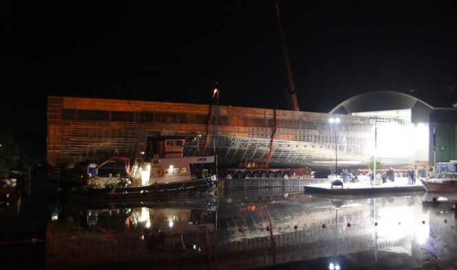 The night transport of the 78m VENUS Yacht Hull