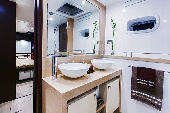 Sunreef 70 Yacht FENG - Bathroom