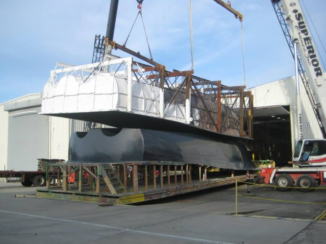 Hatteras luxury yacht GT70 mold being pulled from plug