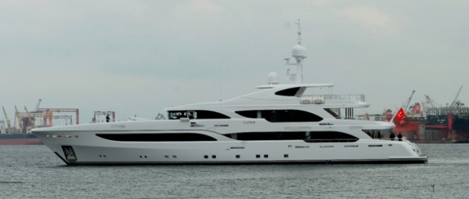 NB56 motor yacht Ileria on the water