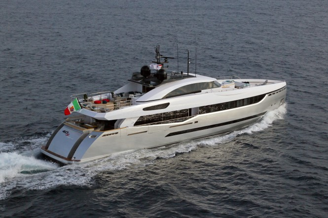 40s Hybrid Yacht - aft view
