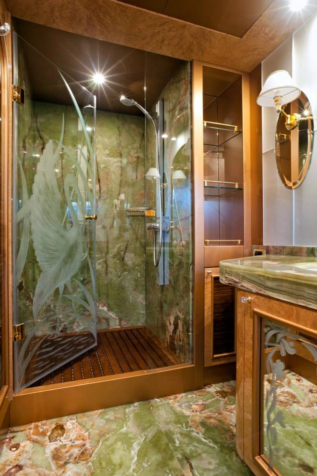 Amer 100 Yacht - Master bathroom