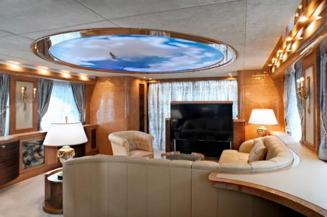 Amer 100 Yacht - Saloon
