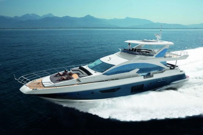 Azimut Flybridge 80 superyacht at full speed