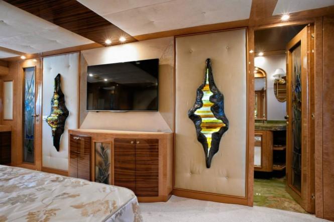 Luxury yacht Amer Cento - Master Cabin