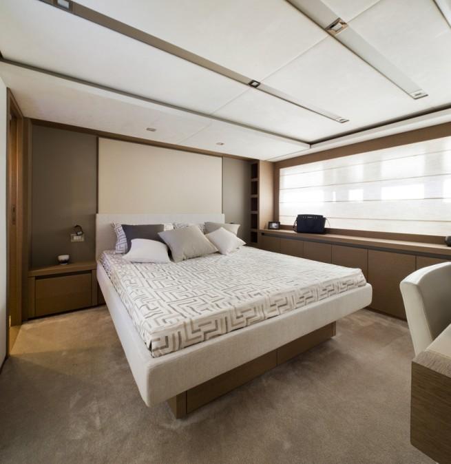 Luxury yacht Prestige 750 - Cabin