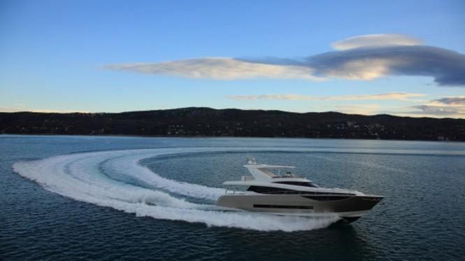 Motor yacht Prestige 750 at full speed