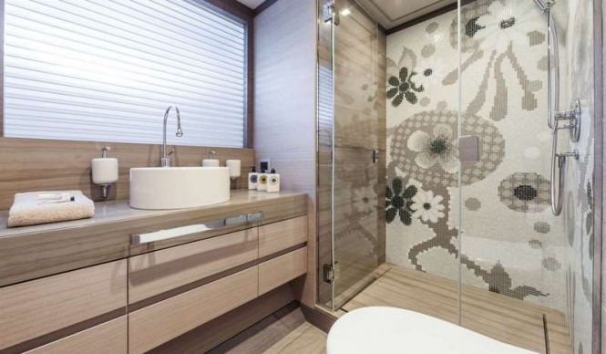 Panthera Yacht - Guest Bathroom