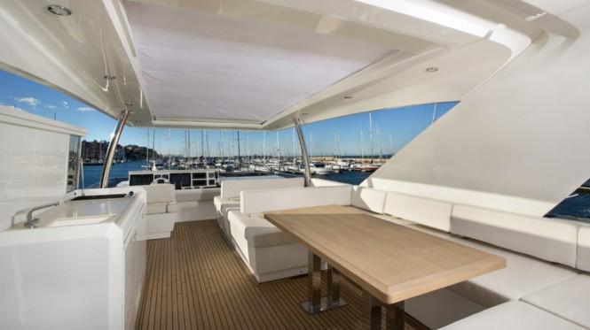 Prestige 750 Yacht - Exterior