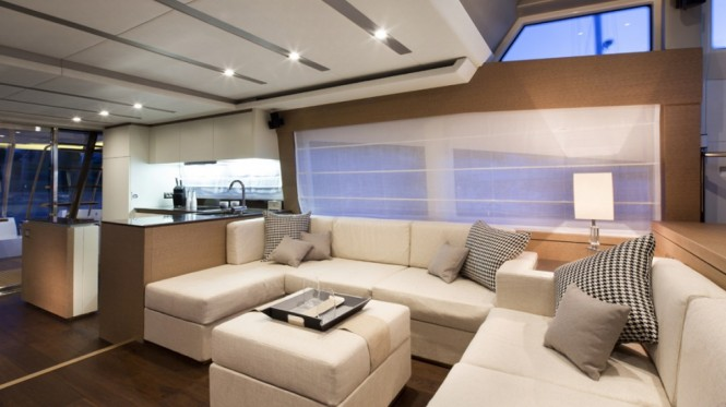 Prestige 750 Yacht - Saloon