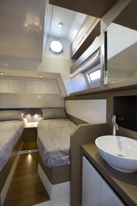 Prestige 750 Yacht - Twin cabin