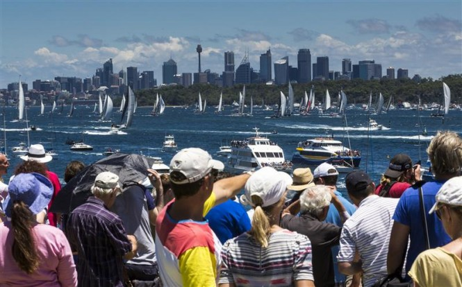 Crowds on south head enjoy spectacular start to the 69th Rolex Sydney Hobart - Photo by Rolex Carlo Borlenghi