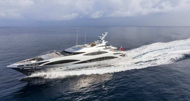 Luxury yacht Panthera at full speed