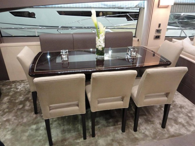 Sunseeker 75 Yacht - Dining